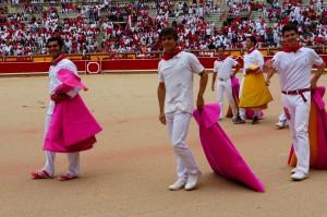 Expósito, Marín y Toñete dieron la vuelta al ruedo al finalizar el tentadero. Fotografía: Miguel Monreal.