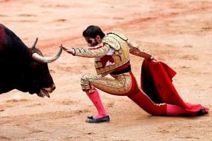 Los desplantes de Padilla entusiasmaron al público de la plaza de Pamplona.