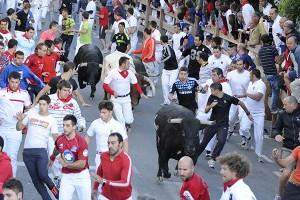 Como ayer, el encierro se ha caracterizado por la presencia de muchos corredores. Fotografía: Ahorazonamedia.com