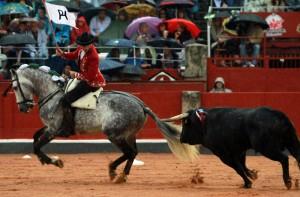 Hermoso cortó en Salamanca la única oreja de la tarde bajo la lluvia.