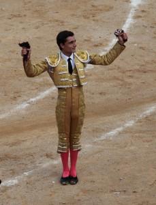 Ureña cortó las dos orejas el año pasado de su primero y otra al quinto, dos magníficos toros de Antonio Bañuelos.