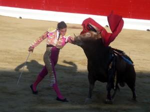 Pase de pecho de Joaquín Galdós al tercero de la tarde.