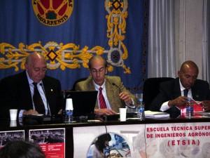 El veterinario Ángel Fernández y los directores de las jornadas, Antonio Purroy y Carlos Buxadé, en una sesión hace dos años de las últimas jornadas.