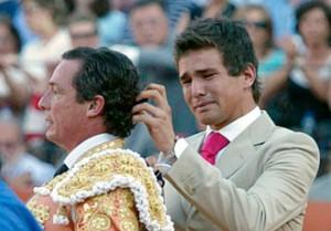 1 de mayo de 2006. Adiós definitivo al toreo.  Su hijo José María le cortó la coleta en la Maestranza de Sevila, su plaza.