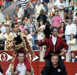 Manzanares hijo y Hermoso de Mendoza compartieron puerta grande el año pasado en Salamanca.