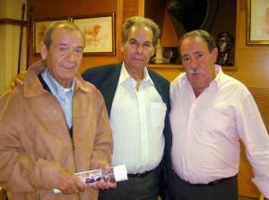 Fromknecht, Rafael de Paula (en el centro) e Ignacio Usechi, hace años en el Club Taurino de Pamplona.