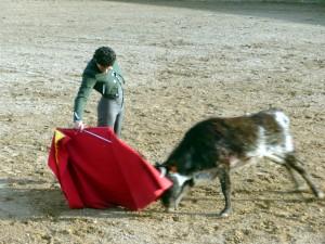 Derechazo de Oliva Soto a la primera erala.