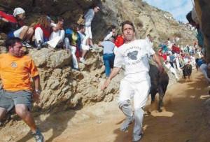 Orlando Gil corriendo en el encierro de Falces.