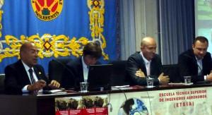 Miguel Reta, segundo por la izquierda, al comenzar su exposición.