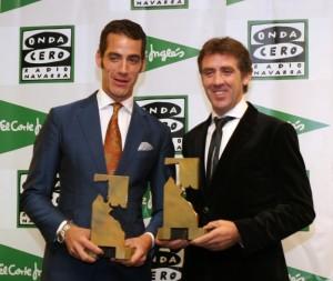 Pepe Moral y Pablo Hermoso de Mendoza con sus respectivos trofeos Ciudadela, esculturas del artista navarro Carlos Ciriza.