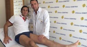 El diestro David Mora junto a su fisioterapeuta.