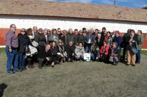 El grupo de aficionados pamploneses en la ganadería de Baltasar Ibán
