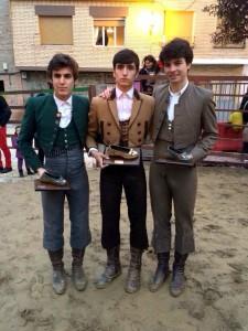 Javier Marín, Adrián Henche y Antonio Catalán Toñete con sus respectivos trofeos.