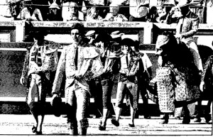 Joselito, desmonterado, haciendo el paseíllo en Pamplona el 9 de julio de 1988. Fotografía: Diario de Navarra.