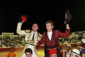 Hermoso de Mendoza sale a hombros junto a Pepe Manrique en Aguazul.