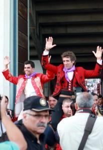 El caballero navarro sale de la plaza de Palencia a hombros.