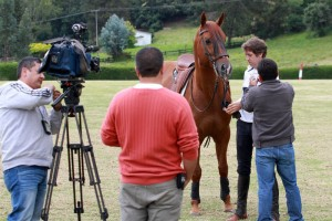 El caballero navarro está concediendo un par de entrevistas al día a medios escritos, de radio y de televisión.