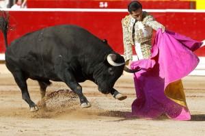 Joselillo a la verónica hace dos años en la plaza de Pamplona, en su última comparecencia en la Feria del Toro.