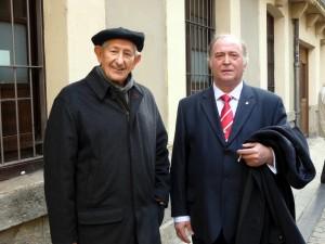 El capellán y el presidente del Club Taurino de Pamplona, padre Francisco Azcona y Juan Ignacio Ganuza, respectivamente.