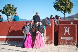 Los participantes en el tentadero: Francisco Expósito, Manu Rodríguez a caballo y Miguel Tulebras.