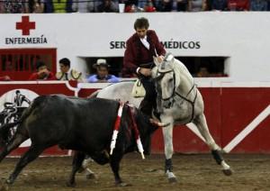 Hermoso sobre 'Viriato', uno de los caballos destacados en Autlán de la Grana.