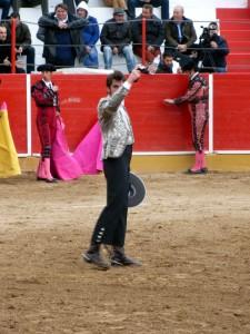 Armendáriz logró cortar la primera oreja de la tarde y de la temporada taurina en Navarra.
