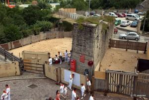 Los corrales de Santo Domingo provocan el interés de los turistas.