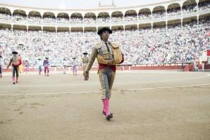 Iván Fandiño, soledad antes y después de su paseíllo en solitario en Las Ventas. Fotografía: Javier Arroyo.