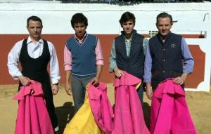 De izda. a dcha., Julio Campano, Leo Valadez, Javier Marín y Luis Miguel Campano en la plaza de tientas de Valdeolivas.