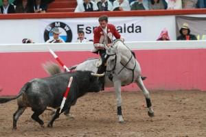 Hermoso, toreando con 'Viriato', en Atizapán de Zaragoza.