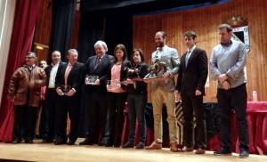 Francisco Marco, segundo por la derecha, entre los premiados y los organizadores de estas jornadas de Valencia de Don Juan.