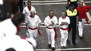 El alcalde de Pamplona, Enrique Maya, haciendo el recorrido del encierro hace dos años.