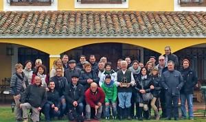 Los socios del Club Taurino de Arguedas en la finca de José Escolar.