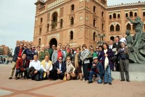 Los aficionados tudelanos ante la plaza madrileña de Las Ventas.