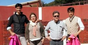 De izda. a dcha., Víctor Barrio, los ganaderos Sánchez Morales y Francisco Marco.