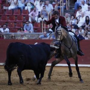 El caballero navarro toreando con Ícaro en mínimos terrenos. Fotografía: González Arjona.