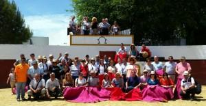 Los aficionados corellanos en la plaza de tientas de Partido de Resina.