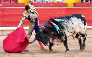 Derechazo de Manzanares en Pamplona, donde nunca le ha acompañado la suerte.