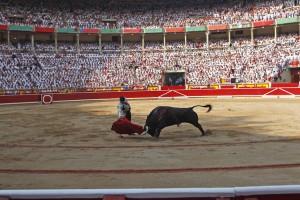 La Feria de San Fermín continúa provocando llenos, día a día, en un plaza con capacidad para casi 20.000 personas.