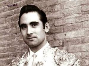 Sánchez Bejarano recibió la alternativa el 25 de mayo de 1967 de manos de El Viti y ante la presencia de Tinín