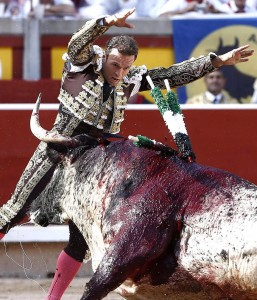 Par de Antonio Ferrera el año pasado en Pamplona a un toro de Torrestrella.