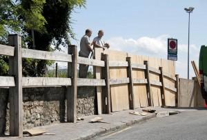 El vallado del encierro, junto a la tómbola, son la primeras señalas en la ciudad de la cercanía de las fiesttas.