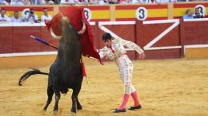 Pase de pecho de Salvador Vega, triunfador en Tudela del año pasado.