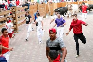 Un momento del encierro de Tudela de esta mañana con toros de Espantalobos. Fotografía: Blanca Aldanondo.