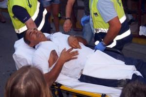 El herido en el momento de ser trasladado a Tudela. Fotografía: Luis Miguel Cháverri.