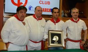 Iván Fandiño junto al presidente del Club Taurino de Pamplona y representantes de Diario de Navarra.