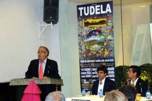 Pie de foto: Millares durante la presentación de los carteles, con Javier Marín y Francisco Marco a la derecha de la imagen.