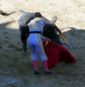 De esta manera mató Castaño a su primero, al que le cortó la única oreja de la tarde.