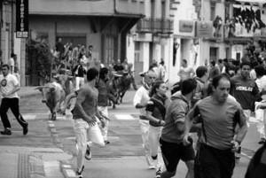 En el primer encierro de Lodosa se dieron cita numerosos corredores. Fotografía: Vaquero.