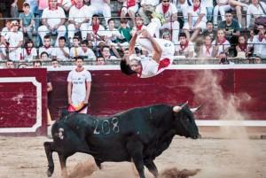 Salto mortal de Roberto Alegre, que ganó el concurso. Fotografía: Galdona.